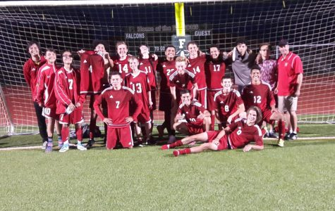 Equipo Masculino de Fútbol Varsity Inicia su Temporada