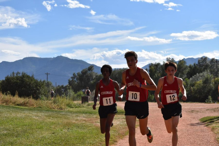 From left: Z Engstrom, Ben Swanson, and Ben Hayes-Lemon work together at the Cougar Classic.
